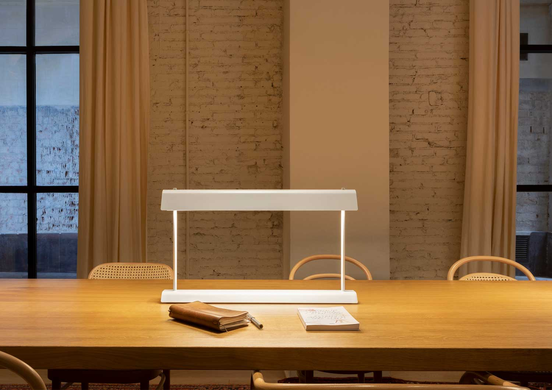 04 Gada Table Lamp Estiluz