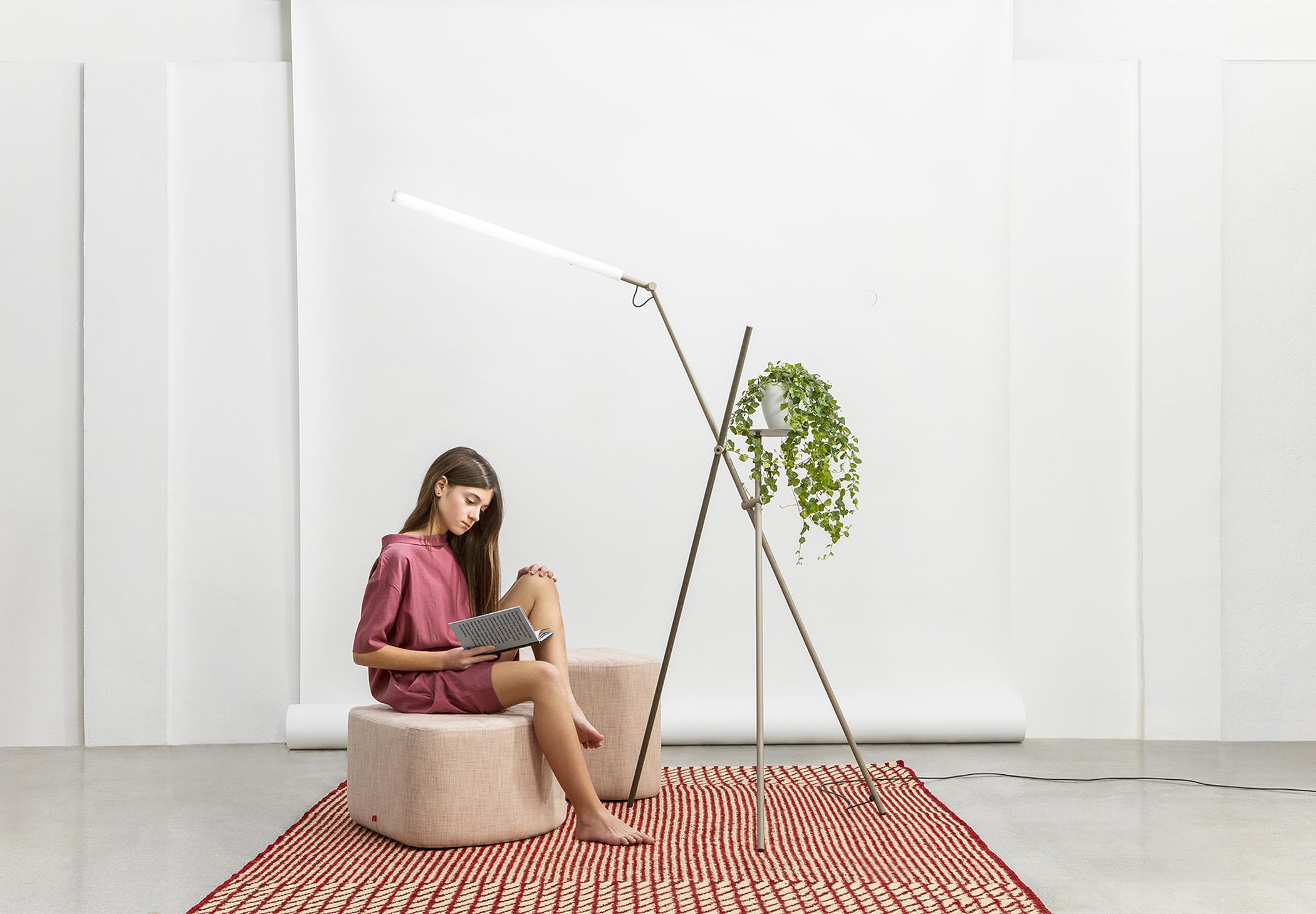 Asana P 3768 Floor Lamp Estiluz Image Ambient 07