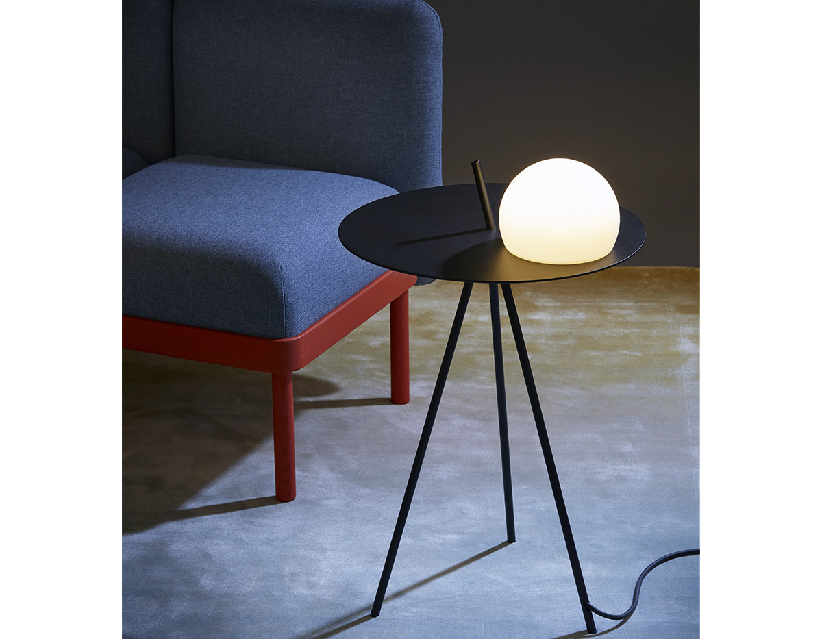 Circ 3725 Table Lamp Product 02